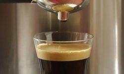 percolateur et café en préparation